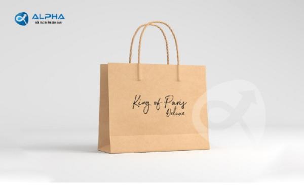 Túi giấy được sản xuất chủ yếu từ chất liệu giấy Kraft
