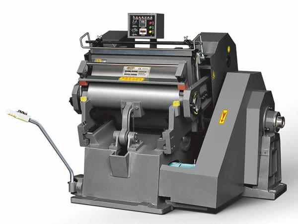 Máy bế hộp là thiết bị in ấn chuyên dụng không thể thiếu