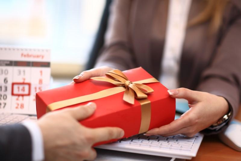 Nên tặng gì cho khách hàng